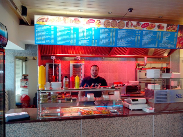 Ali Baba Pizza und Döner - Hüttlingen: Der Chef begrüßt Sie hier persönlich!