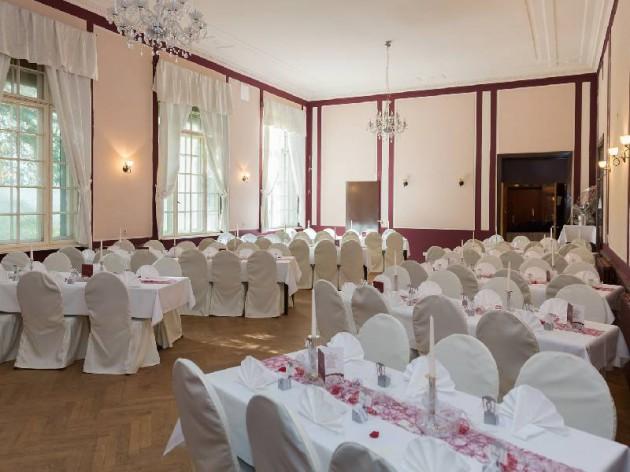 Café Klatsch: Hochzeitsfeier oder großer Geburtstag? Unser Festsaal für 100 Personen!