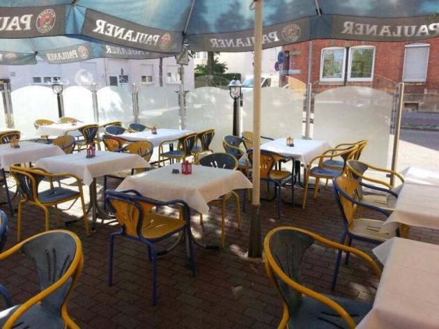 Pizzeria - La Rustica: Der Biergarten - Außenbereich