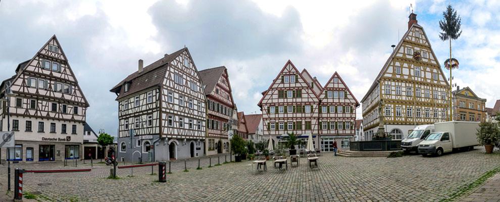 Panoramabild von 71229 Leonberg Marktplatz historische Fachwerk-Häuser