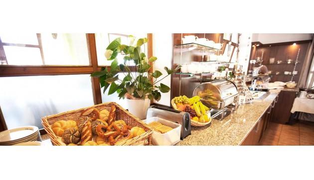 Drexel's Parkhotel & Ristorante IL GUSTO: Reichhaltiges und gesundes Bufett-Frühstück