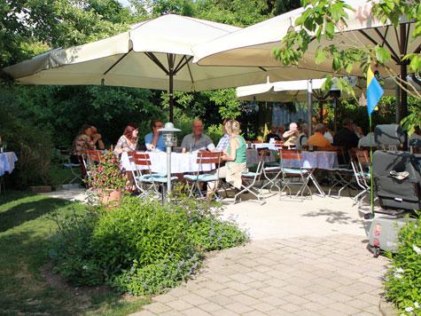 """Landhotel und Landgaststätte  """"Zur Pfanne"""": Bei schönem Wetter verwöhnen wir Sie auch draußen."""