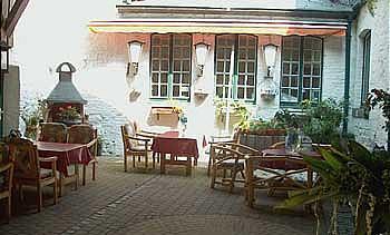 Alt Linzenshäuschen: Innenhof