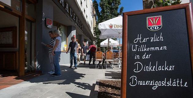 Brauereigaststätte Dinkelacker: Die Gaststube der Brauereigaststätte Dinkelacker