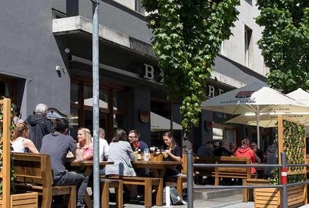 Brauereigaststätte Dinkelacker: Genießen Sie Ihren Mittagessen auf der Aussenterrasse