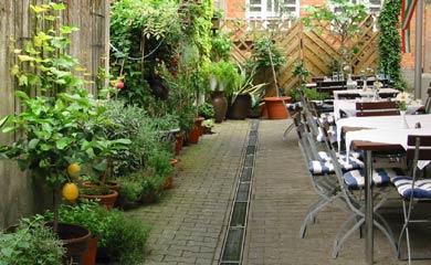 Ristorante La Bocca: Gartenterrasse