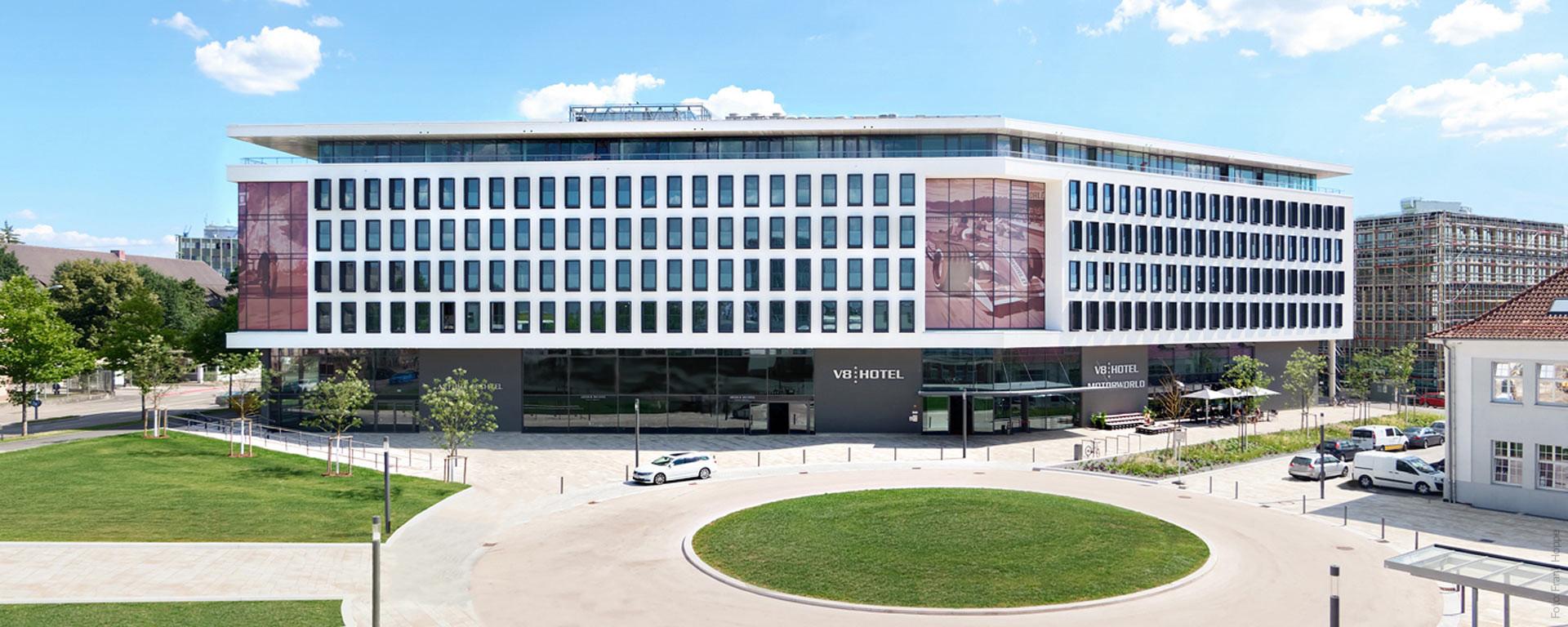 """V8 HOTEL """"PICK-UP"""": V8 HOTEL - der TOP-Spot im Supercar-Center"""