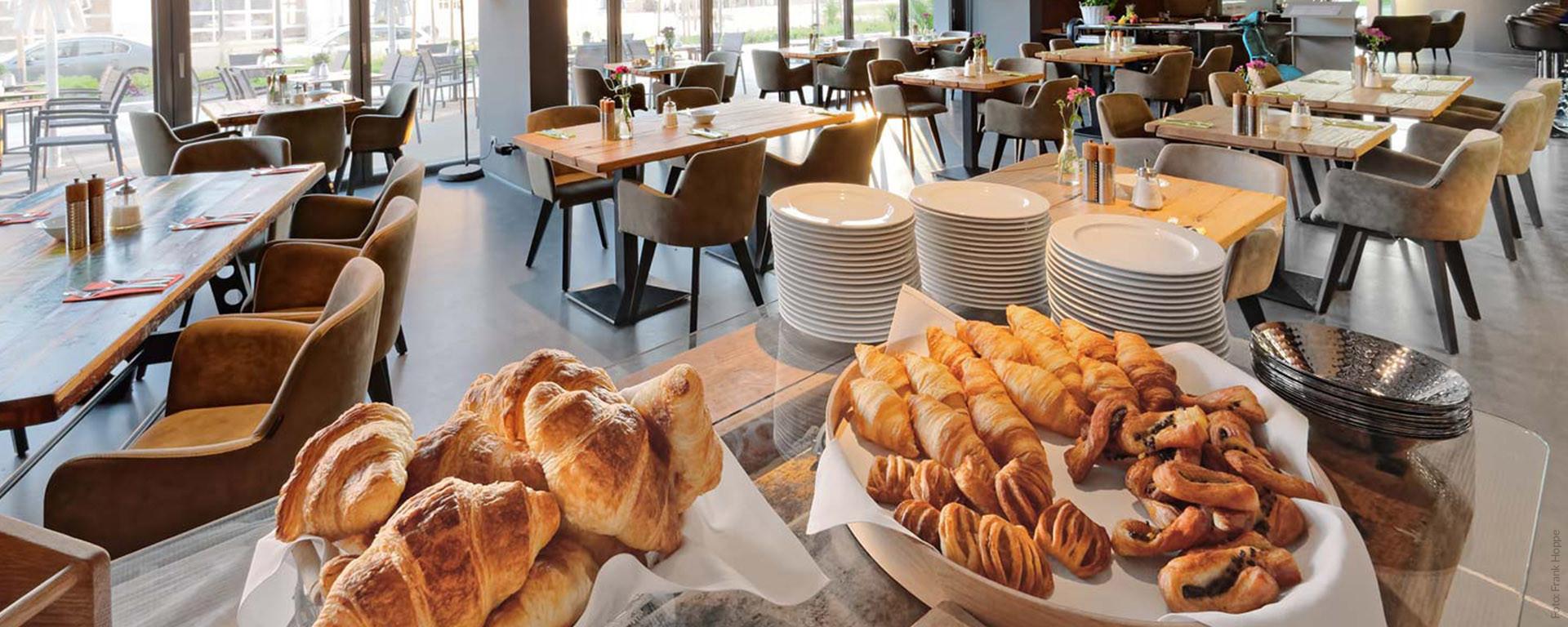 Frühstücks-Buffet für Hotelgäste und für Gäste ausserhalb - im V8 Hotel Böblingen - Flugfeld - Bahnhof - Stadtmitte