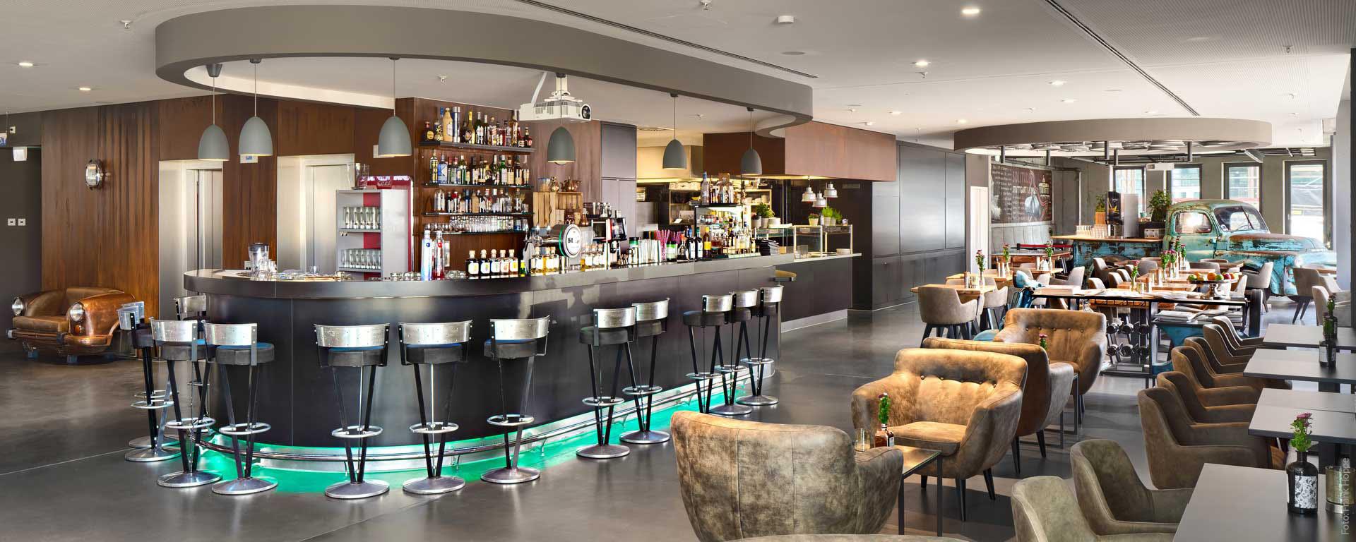 V8 HOTEL Bar