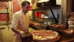 Dünnele - frischer Elsässer Flammkuchen Gugelhan XXL - im italienische Pizza-Restaurant Roter Gugelhan