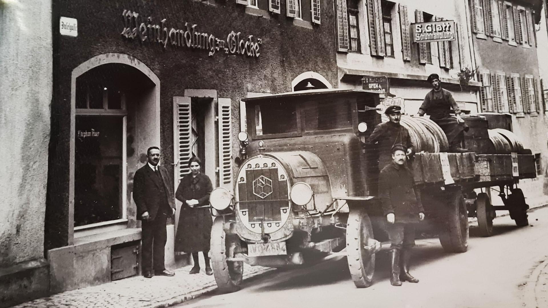 Aus dem 20er Jahren - damals noch eine Weinhandlung mit frischer Lieferung