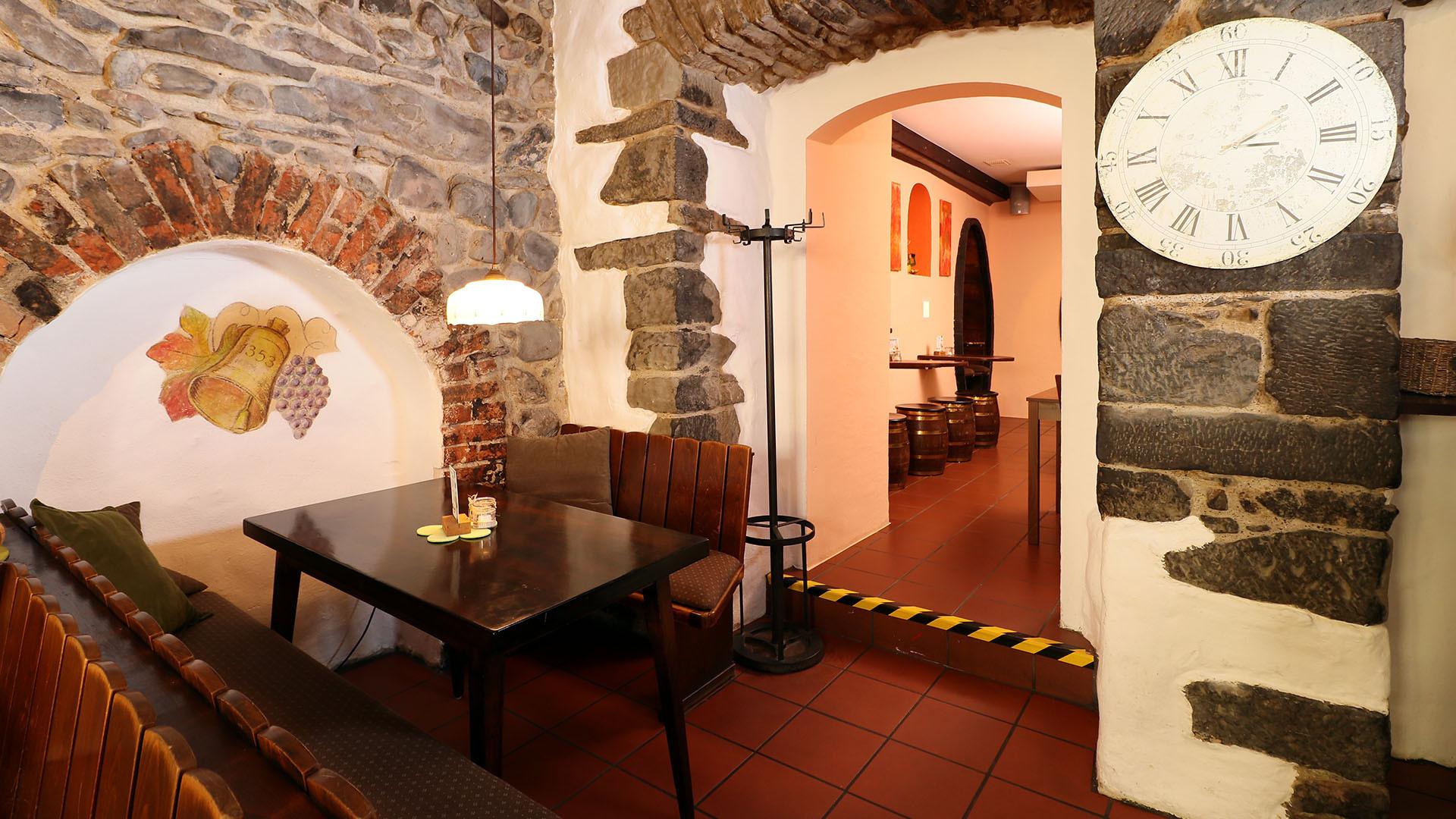 Unser Weinglöcke mit kroatische-badische Küche und ausgewählten Weinen