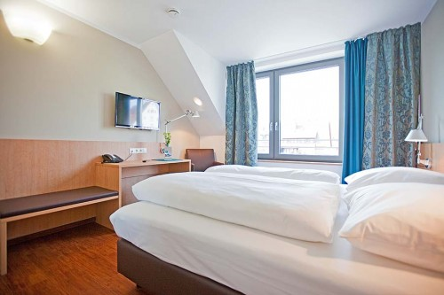 Sebcity Hotel: barrierefreies Rollstuhlgerechtes-Zimmer NUR TELEFONISCH BUCHBAR