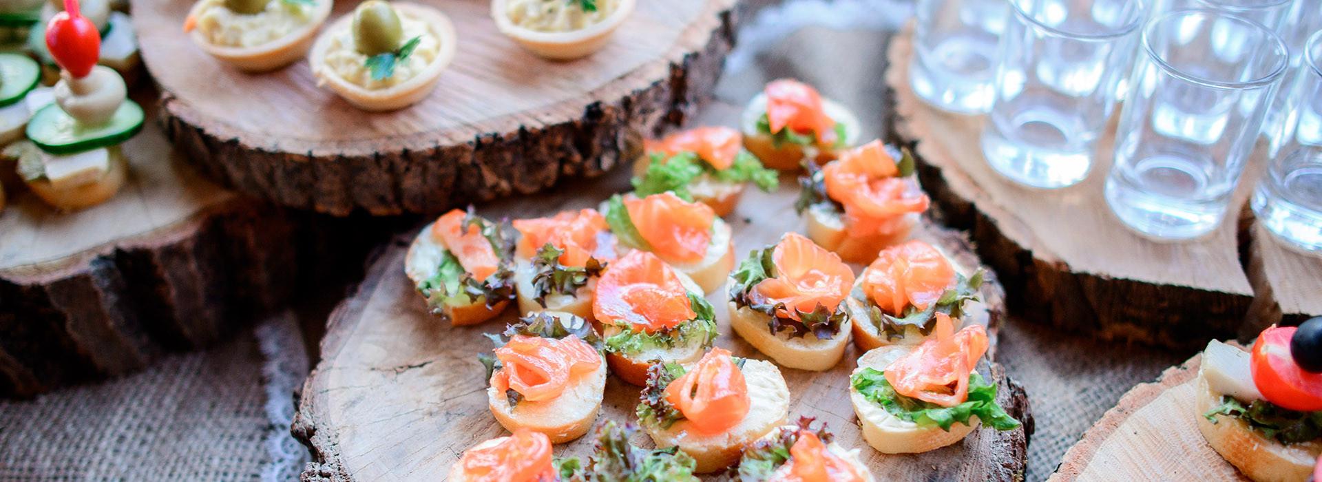Ob Familienfeier oder Firmenfest: Wir bringen feinste Ratstuben-Küche zu Ihnen nach Hause!
