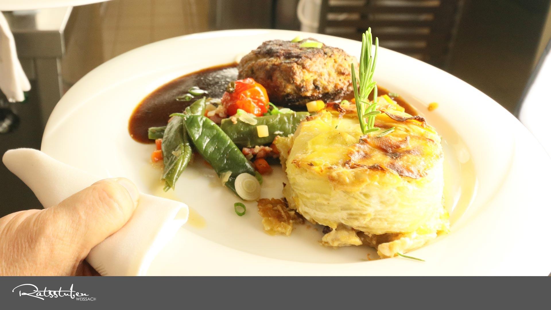 Ratsstuben Weissach:  Mit schönem Ausblick köstlich genießen - ob Mittagstisch-Business-Lunch oder zum Abendessen.