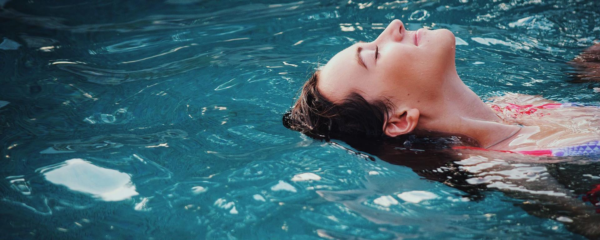 In der Wellness-Oase des SAVOY Hotel Frankfurt am Main erwartet Sie unser Pool, Sauna und Relax-Bereiche.