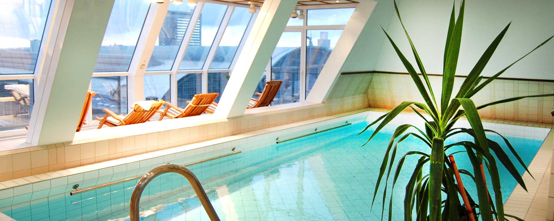 SAVOY Hotel Frankfurt Rooftop-Swimming-Pool