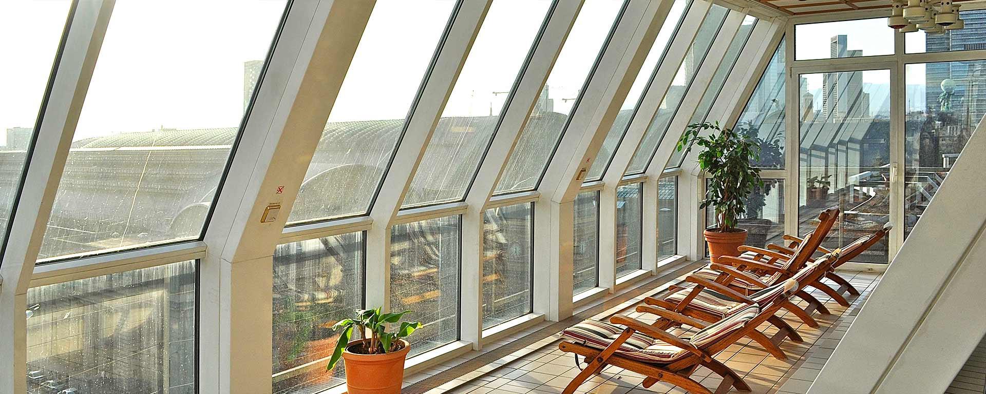 SAVOY Hotel Frankfurt Rooftop-Wellness mit Skyline-View