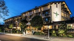 Wunsch Hotel Muerz Außenansicht bei Nacht