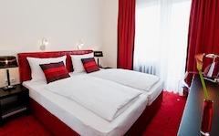 Frühstücksraum im Hotel Esplanade im Köln mit reichhaltigen Angeboten