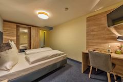 Dreibettzimmer im Hotel Windsor Köln, wahlweise Standard oder Economy
