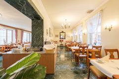 Frühstücksraum im Hotel Windsor Köln mit reichhaltigem Frühstücksbuffet