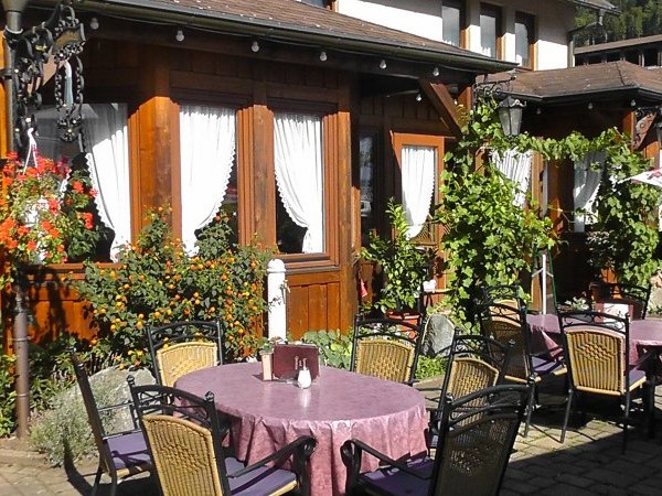 Restaurant & Café Hüttenklause: »Restaurant und Cafe Hüttenklause« in der Dorotheenhütte Wolfach