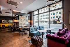 Premier Inn Nuernberg City Centre restaurant/lounge