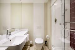 Premier Inn Germany bathroom