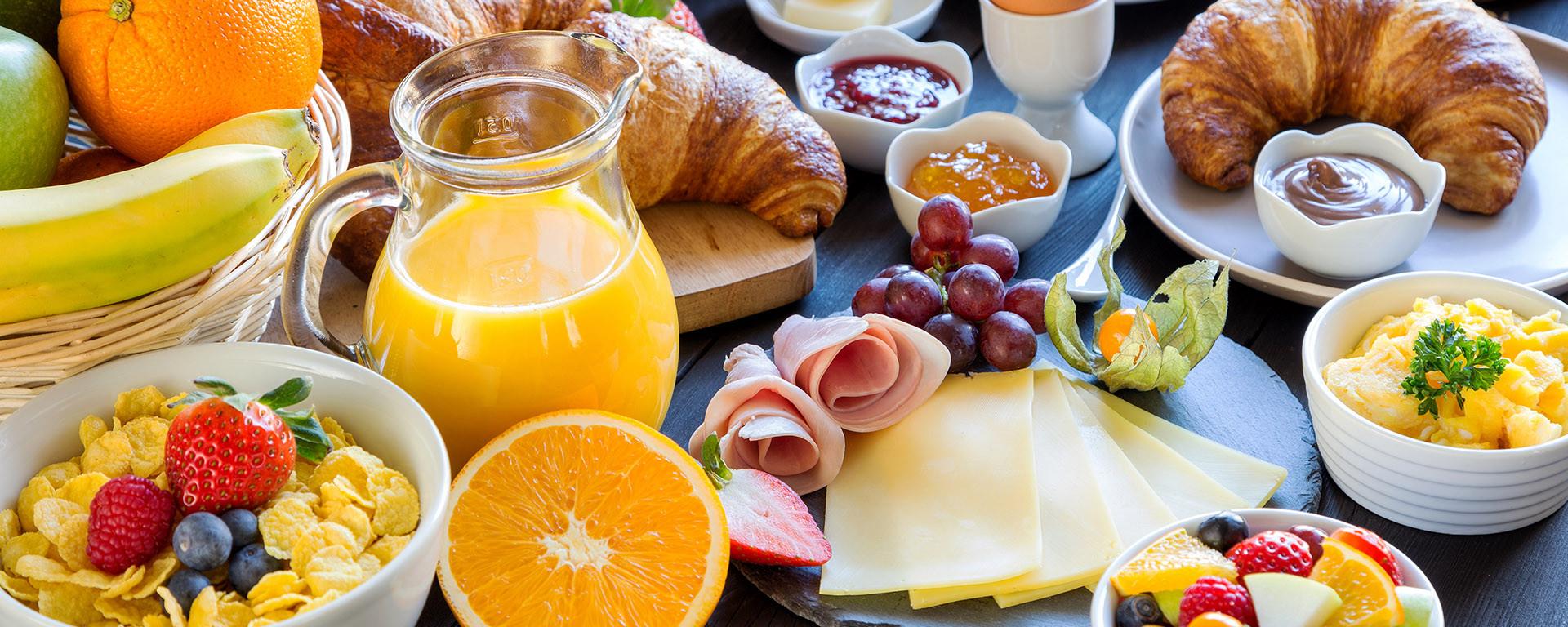 HEGAU-TOWER HOTEL : Starten Sie mit unserem Frühstücksbuffet in den Tag!