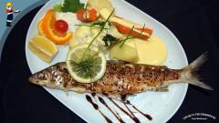 Georg's Fischerhütte: Ganzer Kretzer mit Kartoffeln und Reichenau-Gemüse