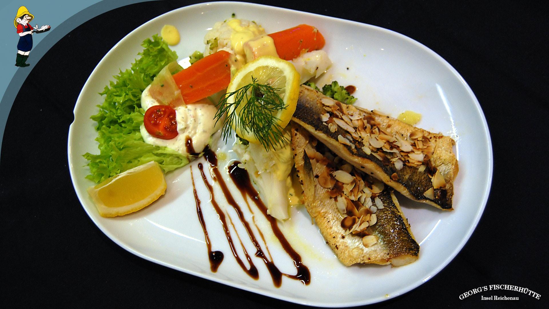 Georg's Fischerhütte: Forellen-Filet, Reichenauer Buttergemüse und Salat