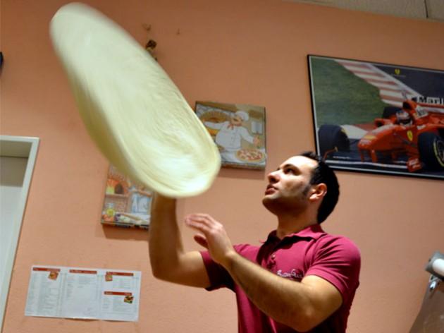 Pizzeria Buon Gusto: ... so macht man Pizza !!!
